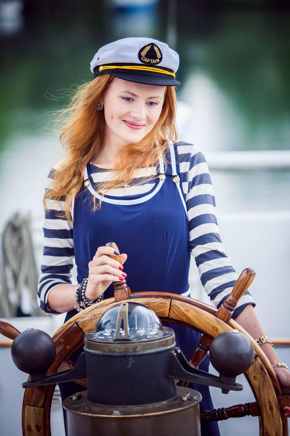 Lizzy Steering Boat